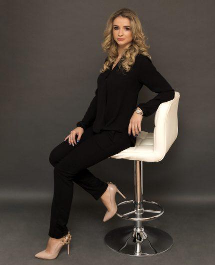 Despre mine - CARLA LASZLO Master PhiBrows Romania. Sunt o persoană ambițioasă, curioasă și perfecționistă.